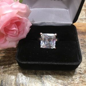 Jewelry - Silver cz ring